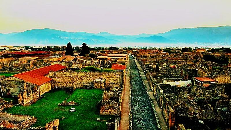 Parte de la ciudad enterrada que ha sido excavada para abrirla al publico e Historiadores