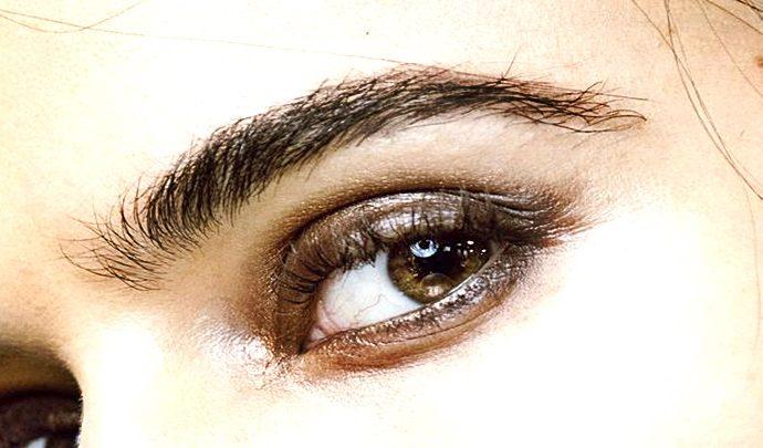 Las cejas merecen el cuidado perfecto como cualquier parte del rostro