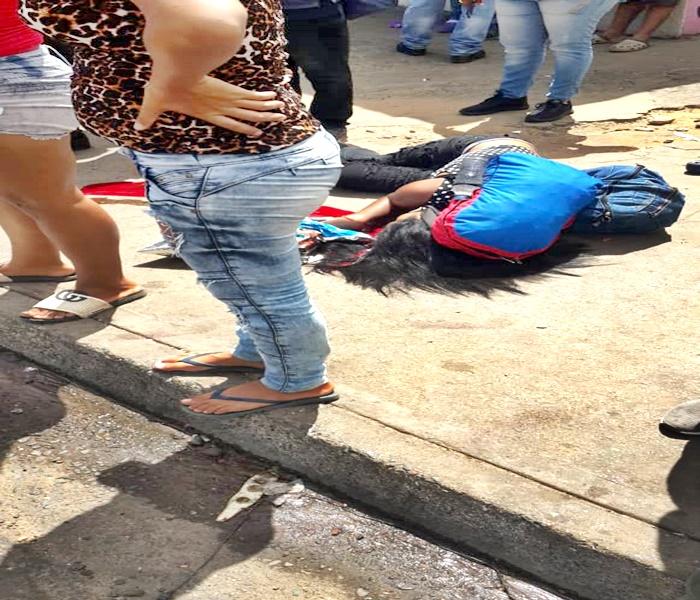 Muere una madre en San Félix, salvando a su hijo de los disparos