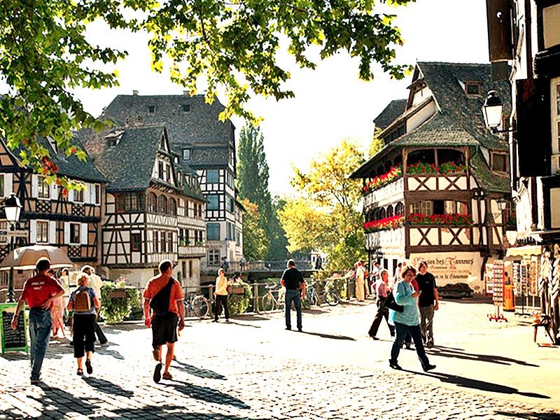 Pasear por Estrasbuergo antes de embarcar en un crucero por el Río Rhin
