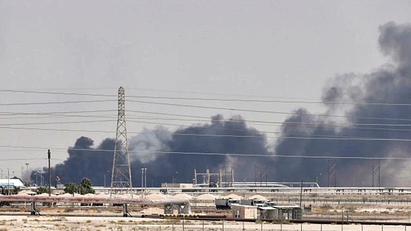 Los ataques a la estatal saudí alzaron los precios de crudo