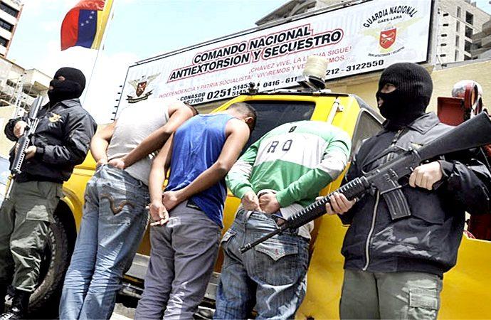 Bandas delictivas azotan a Venezuela