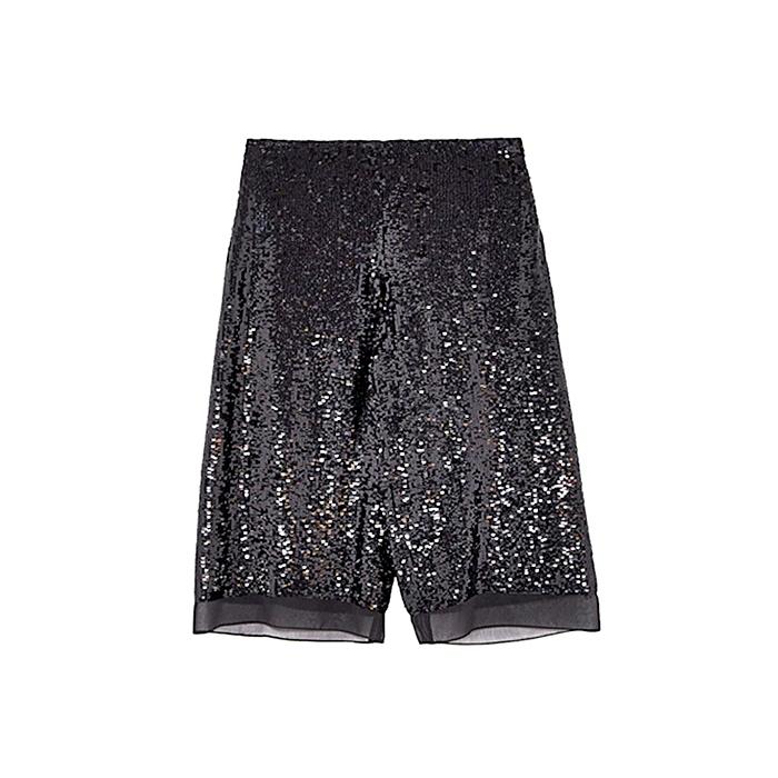 La estantería de Zara luce muchos modelos de pantalones con lentejuelas