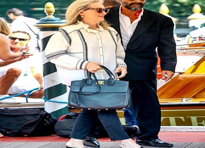 Meryl Streep lleva unos mules con mucha comodidad