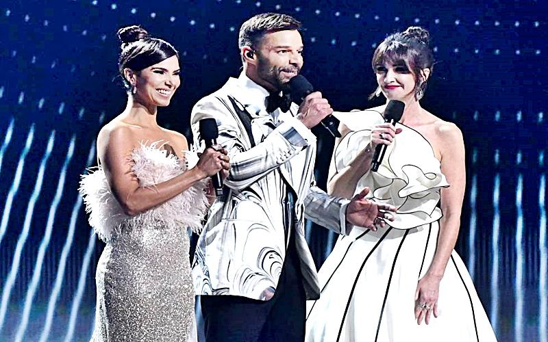 Los presentadores de los Latin Grammy Award, se la comieron