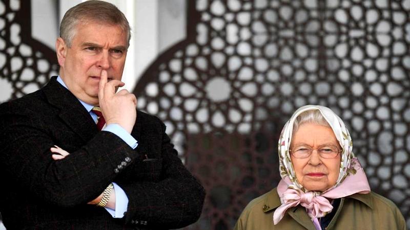 Una madre que defiende a su hijo, así es Isabel II