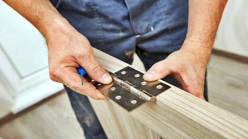 fácil instalación de bisagras en puertas de madera