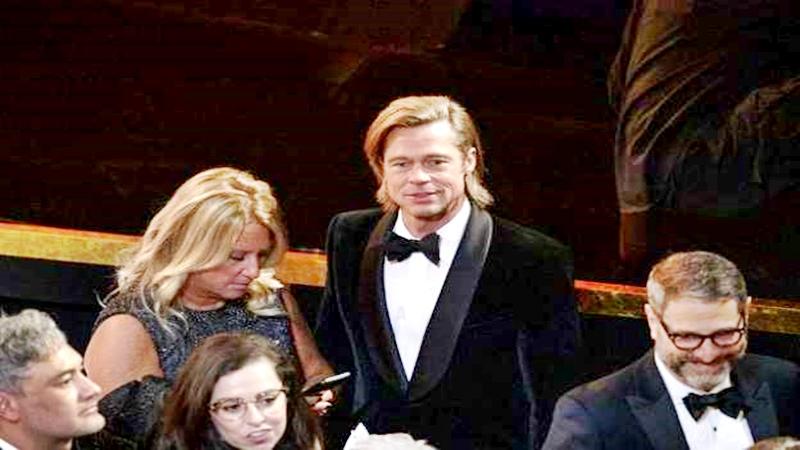 Brad Pitt y su mánager para recibir el Premio Oscar 2020