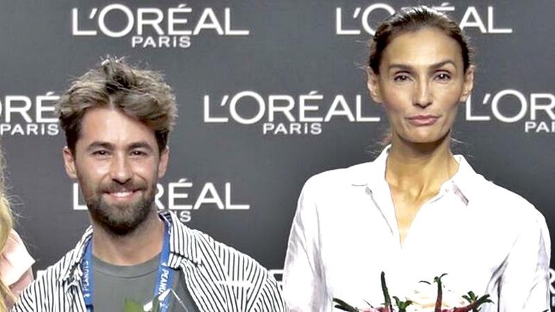 Juan Vidal junto a una modelo de la generación  Silver