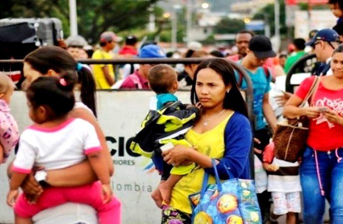 Los niños venezolanos son dejados al cuidado de otros familiares